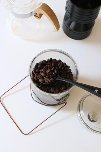 コーヒー豆は大きくストレートとブレンドに分けることができます。ストレートというのは、一種類の銘柄、産地のコーヒー豆のことで、ブレンドはいくつかの産地の豆を混ぜ合わせたものです。ストレートは、ダイレクトにそれぞれの産地の味や香りを楽しめますが、飲みやすいとは限りません。