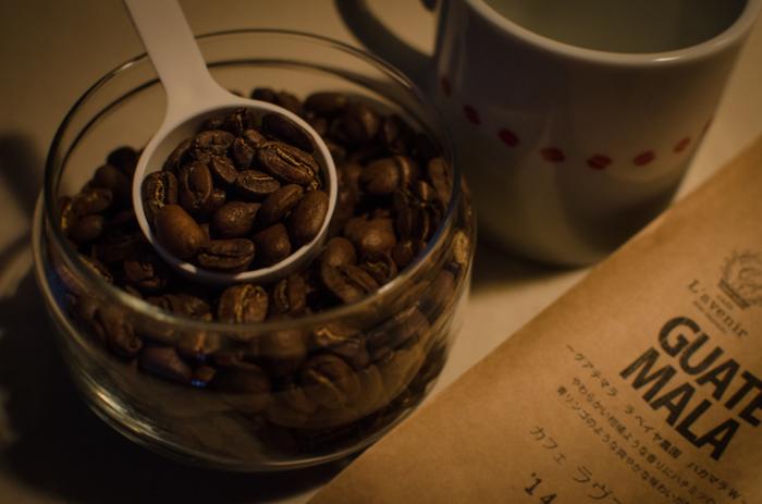 焙煎したてのコーヒー豆はガスを含むため、二日くらい置いて味を馴染ませるとより美味しくいただけます。