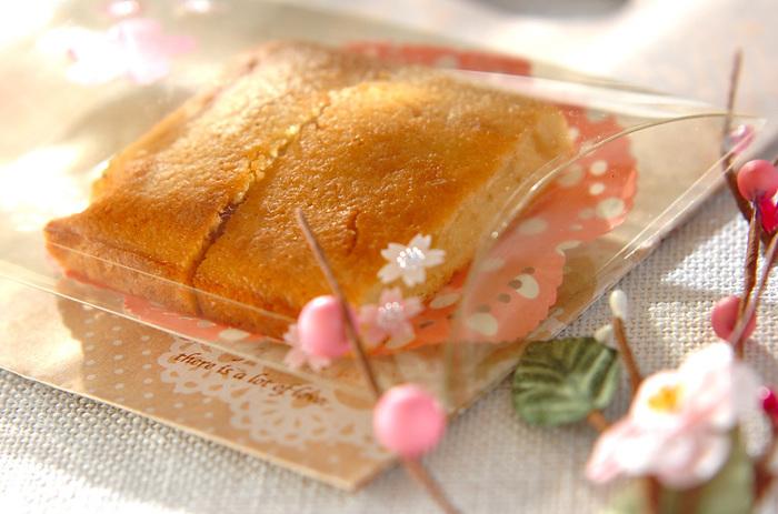 ■フィナンシェ■ 豆乳ときび砂糖シロップを使って作る、ふんわりフィナンシェ。卵と乳製品を使わないので、アレルギーが気になるかたも安心。材料をパウンド型に入れて焼くだけの、簡単レシピです。