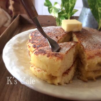 ■おからパンケーキ■ あまりがちな無調整豆乳をふんわりパンケーキにイン♪おからを使えば糖質も抑えられます。