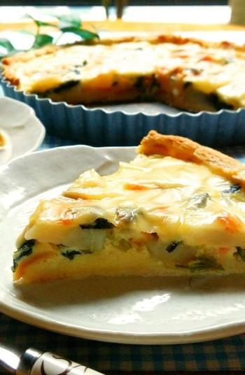 ■鮭とじゃがいもの豆乳キッシュ■ パイの代わりに食パンを使う、お手軽キッシュ。豆乳を使っても、まろやかクリーミーなキッシュを作ることができますよ。