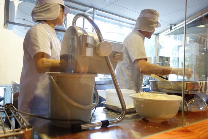 お店のコンセプトは「街に出来立てのチーズを」。作りたてのチーズというと、北海道とか山の牧場などでなければ手に入らないものという印象がありましたが、ここ渋谷で、毎日店内で手作りしたフレッシュチーズを買うことができるのです。