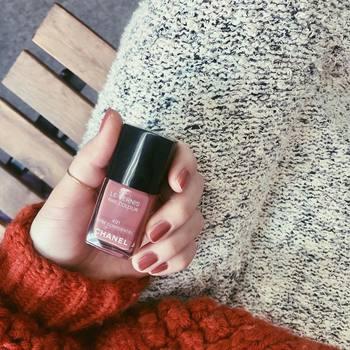 """ピンクほどかわいくなり過ぎず、あたたかみが。いつもの着こなしに程良いフェミニンさを与えてくれますよ。これからの季節にぴったりの""""ピンコッタカラー""""を取り入れてみませんか?"""