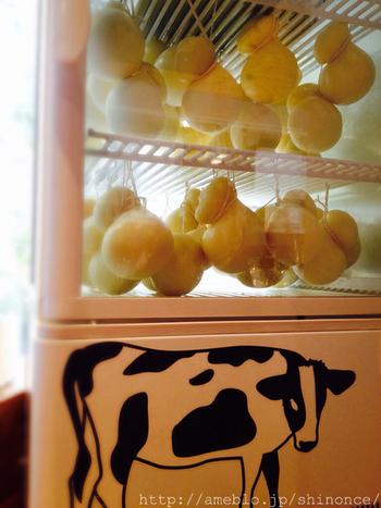 たくさんのひょうたんがぶら下がっているような楽しいチーズは「カチョカヴァッロ」。ミルクの甘みが凝縮されたクセのない味で、火を通すととろけて伸び、焼き目を付ければ香ばしさも加わります。