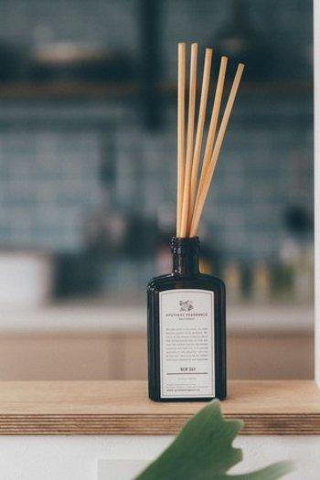 家に帰ってすぐに、お気に入りの香りで癒されたら素敵。自分好みのルームフレグランスを見つけたい。