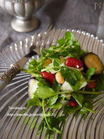 【クレソンと豆のぬか漬けサラダ】  和食のイメージが強いぬか漬けをおしゃれにいただけるお料理がこちら。クレソンやミックスビーンズと和えるだけで、デリのようなおしゃれな雰囲気に♪カブなど甘みのある野菜のぬか漬けを使うと、よりおいしさがアップしますよ。