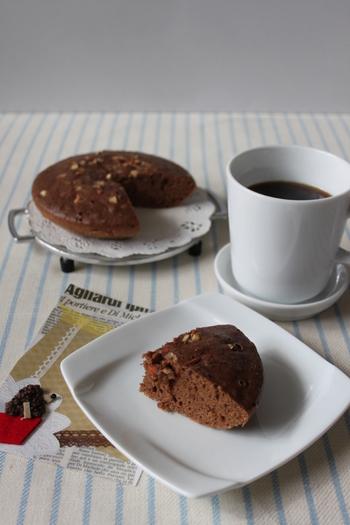 ふわふわもちもちなチョコ蒸しパンもとっても簡単。あったかいうちに切り分けて、生クリームやアイスクリームなどを添えても◎