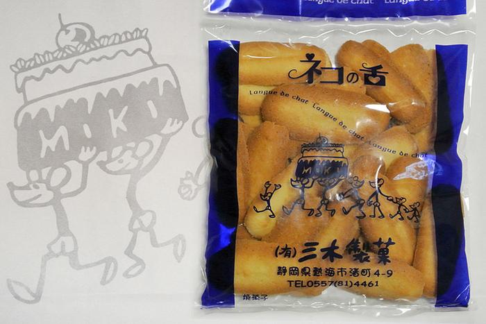 """昭和23年創業の「三木製菓」も、熱海の老舗洋菓子店。""""洋菓子の不二家""""で修行を積んだ初代が昭和24年にこの地で創業したのが始まり。創業以来変わらない看板菓子『ネコの舌』で人気の店です。"""