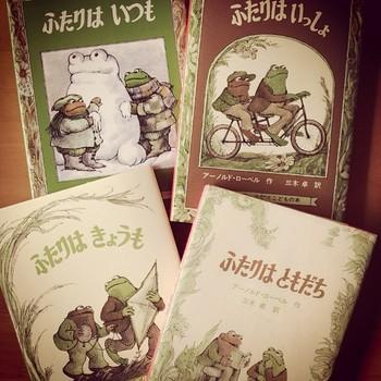 小学生の国語の教科書にも載っている、がまくんとかえるくんの物語のひとつ「ふたりはいっしょ」。ふたりはいつも仲良しで、いつもいろいろなことを考えています。時には相談したり、一緒に解決したり、実験したり…。友達がいてよかった、と思わせてくれる絵本です。