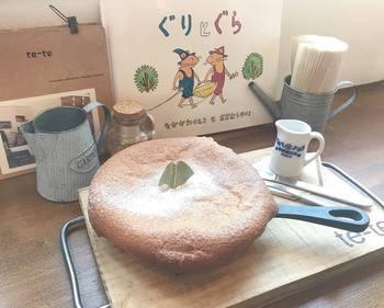 誰もが一度は読んだことのある「ぐりとぐら」。大きなふわふわのホットケーキに憧れた人も多いのでは?甘くておいしいものを作るワクワクした気持ち、一緒においしいものを食べる幸せな気持ちが、なんともほっこり幸せになりますよね。