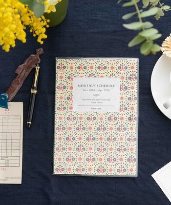 毎日の予定を書き込む手帳は、一年間使うから使いやすく気に入ったデザインを。こんな明るいデザインなら書き込むのも楽しくなる。
