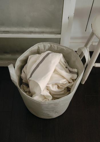 ナチュラルでオシャレなランドリーボックス。和紙の優しい風合いと洗剤の爽やかな香りに、お洗濯をしながら癒されそう。