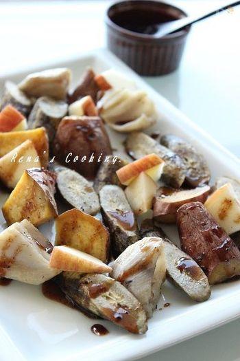 バルサミコとはちみつの甘酸っぱいソースが土の香り豊かな根菜ソテーと相性抜群の一品。お酒のおつまみにもピッタリです。