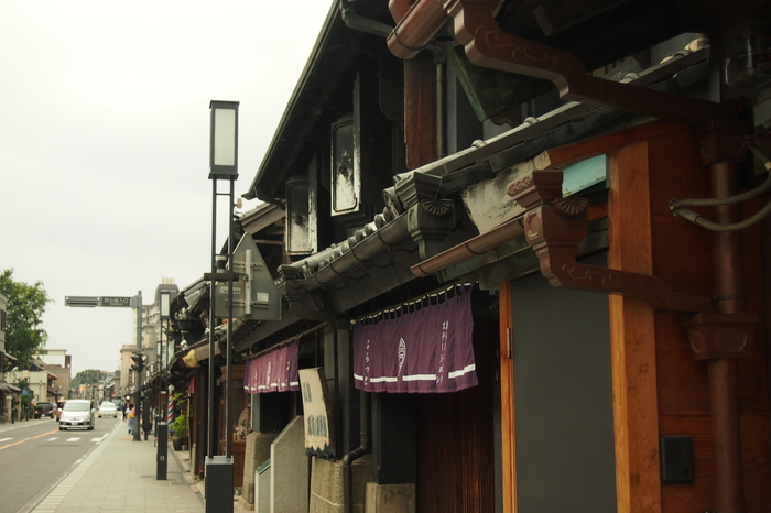 関東エリアにあるレトロな町並みを5ヶ所ご紹介してきました。昭和の映画看板が並ぶ町や、川沿いに蔵造りの建物が軒を連ねる町など、さまざまなスポットがありましたね。都心から日帰りで行ける場所ばかりなので、週末などにぜひ訪れてみてください♪