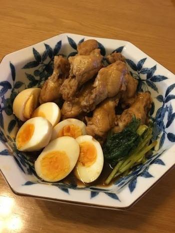 調味料を入れて煮つめるだけで完成する失敗知らずの簡単レシピ。お酢の力でお肉もさっぱり美味しく食べられます。煮卵も味がしみこんでお酒のおつまみにも◎味付けがしっかりしているので大目に作ってお弁当のおかずに活用してもいいですね。