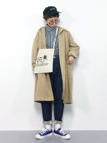こちらも男の子風コーデですが、キャップや斜め掛けのバッグで、お茶目な感じをプラスしています。