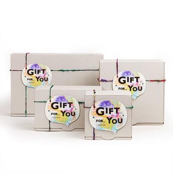 ■ギフトBOX(有料) きちんとした贈答用のプレゼントは、ギフトBOXに入れて。素敵な色合いの吹き出し型カードが付いてきます。