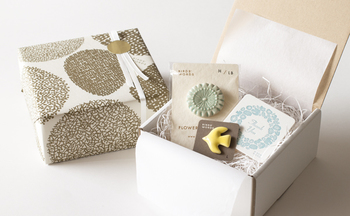 ■ギフト専用ボックス(有料) 鳥のオーナメントや陶磁器の小物など、好きな小物を組み合わせたい時にいいですね。