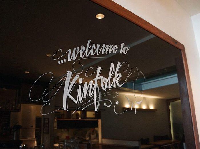 ワイスホテルの向かい側にも有名なカフェが。「KINFOLK 90(キンフォーク ナインティ)」です。
