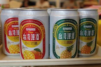 フルーツジュースとビールがミックスされたような台湾ビール。  マンゴーやパイナップル、ライチといった、台湾を代表するフルーツを使って作られたビールは、ビールがあまり得意でない方でも飲みやすい仕上がりになっていますよ。  ブランドや味も様々なので、パッケージで選ぶのも良いかもしれません。