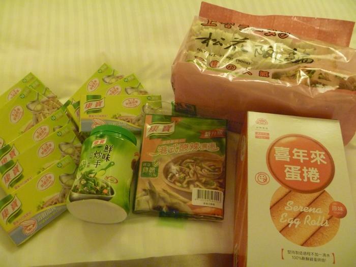 お料理好きさんはぜひ台湾クノール(康寶)もチェックしてみてください。  日本にはない、牡蠣スープキューブやShiitakeキューブ、インスタントの中華スープなどとてもおいしいですよ♪  スープキューブはお鍋のベーススープとしても使えるのでとても便利。  ボックス自体も小さいので、かさばりにくいのも魅力です。
