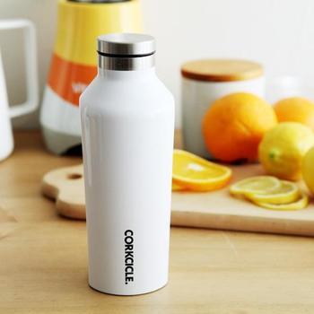 ワインボトルのようなデザインが美しい『CORKCICLE(コークシクル)』のサーモマグ。ステンレスの二重構造で、保温性・保冷性共に抜群です。バッグからチラッとのぞくだけでも、オシャレの見えますね♪