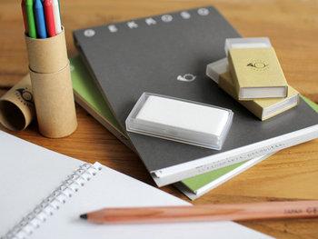 メールやラインでメッセージをやり取りするのもいいけれど、たまには手書きにこだわって思いを伝えるのも素敵。ちょっとレトロな文房具を使えば、手書きの楽しさをより一層味わえそう。可愛いレトロ文具で文字を書く喜びを思い出してみない?