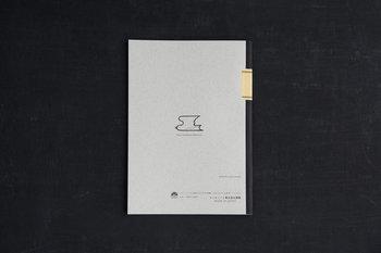 裏表紙にもツバメのマークが。中のノートは無地と方眼から選べます。