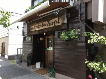千葉県松戸市の住宅街にある「ツオップ(Zopf)」。パンを特集した雑誌では、必ずといっていいほど取り上げられる有名なパン屋さんです。