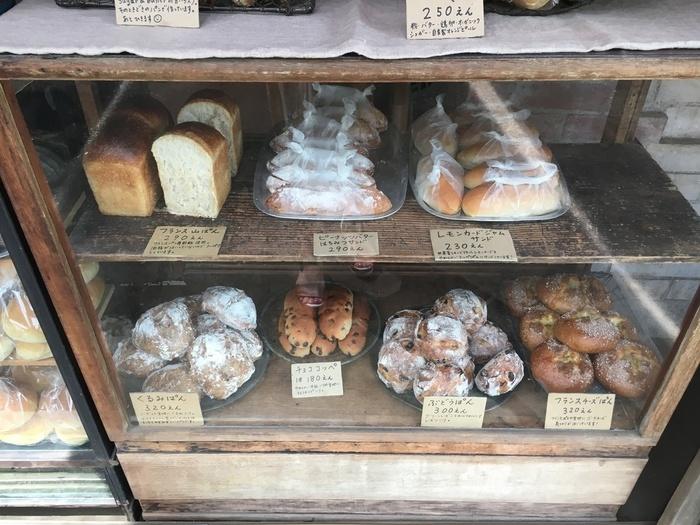 かいじゅう屋では、菓子系パンからハード系パンなどを天然酵母を用いて焼いているそう。週に一度、新鮮な野菜を使ったサンドイッチも提供していて、カラフルなサンドイッチを楽しめると評判です。