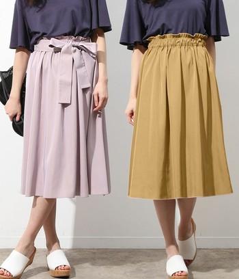 「ViS(ビス)」の2wayスカートは、生地の裏と表で色を変えたリバーシブル仕様。全く異なる色を合せているので、一枚でコーデの幅がグンと広がってくれるアイテムです。