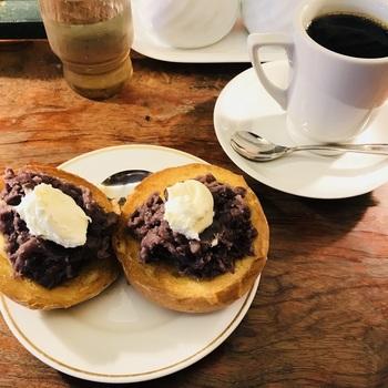 どのモーニングも、普通のトーストかカイザーパンのトーストから選べるのが魅力。カイザーパンはハード系のパンでパリッとした食感がたまりません。それぞれをシェアするのもいいですね。