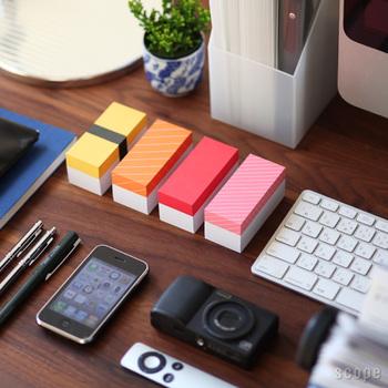 こちらはなんと、お寿司の形をしたブロックメモ。トロ、マグロ、玉子、サーモンの4種類がセットになっていて、見た目のユーモアセンス抜群のキュートなメモ帳です。一つずつ持ち歩いたり、ちょっとしたメモを渡す際にも、センスが良いと褒められそうなデザインですよね。