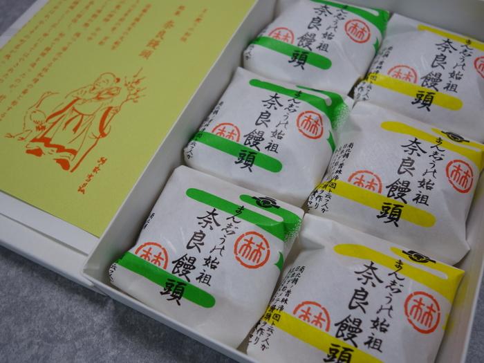 饅頭の始まりは、京都建仁寺の禅師が中国に留学し、連れ帰った中国の僧・林浄因が饅頭を宮中に献上したことで、その後広まったそうです。その味を、現代風にアレンジして作ったのが、この「奈良饅頭」です。パッケージも老舗感が出ていますね♪