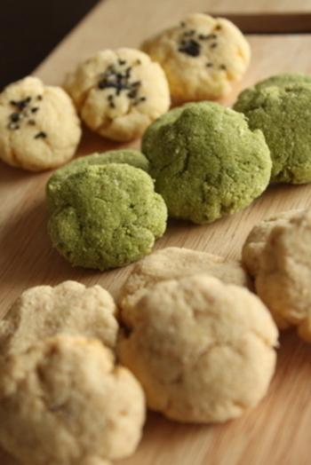 シナモン・プレーン・抹茶の3種類の味が楽しめるおからクッキーです。材料を混ぜて焼くだけなので、自分好みを見つけて常備しておけば、小腹が空いてもダイエット♪
