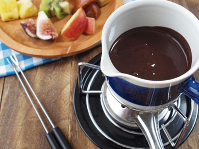 フルーツをたっぷりと使ったチョコフォンデュ。あれもこれもといろいろなフルーツを試してみたくなりますね。