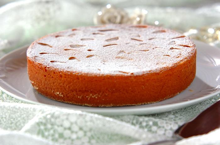 市販のものは薄力粉などを使っているものが多い中、こちらのレシピはアーモンド・プードルだけで作る、贅沢なパン・ド・ジェーヌ。一口食べればアーモンドの風味が広がり、とってもリッチな気分に♪