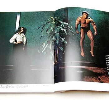 宙に浮くボディビルダーをクールに見つめる女性。そこに添えられた「心理学者フロイトは美人の夢を知っていたか?」というコピー。シュールで、しなやか。強烈に感性を刺激する作品です。こうした太田和彦氏による資生堂広告が原寸に近いサイズで完全復刻されています。
