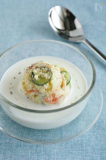 じゃがいもの冷製スープ「ヴィシソワーズ」を、牛乳とポテトサラダで再現してみませんか?好みがわかれるかもしれませんが、食感を楽しみたい方はぜひお試しください♪
