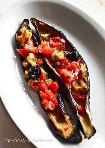 お馴染みの食材、なすとトマトも、ちょっと手間を掛けてあげることで、こんなに贅沢な前菜に♪見た目にもおしゃれなレシピです。