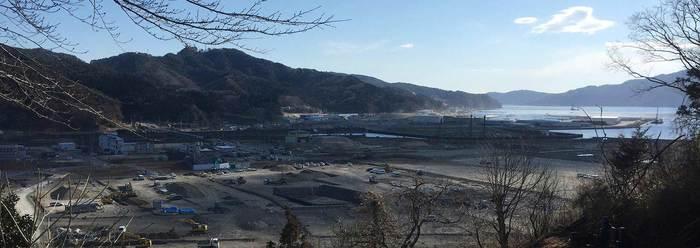 2011年3月11日に発生した東日本大震災。岩手県沿岸部中央の南に位置し、水産業が盛んな土地だった大槌町は、地震とともに発生した津波によって町の機能の大半を失い、岩手県内でも特に大きな被害を受けた地域のひとつです。震災直後、多くの方が避難所での生活を余儀なくされる中、男性は瓦礫の撤去作業など、やらなければいけない仕事が山積みでした。