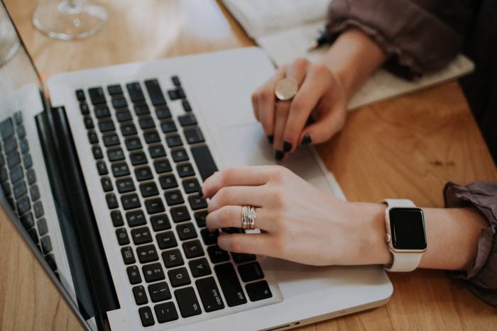 余裕がない時というのは、「忙しい」という思いに囚われている時でもあります。何に忙しくしているのか、今やらなくてはいけないのか、誰かに頼むことはできないか、「忙しい」の中身を精査しましょう。