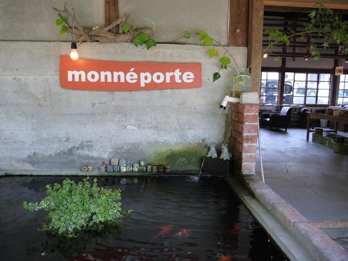 モンネポルトは文具やアート関連書籍ショップ、兼ギャラリーです。現代美術などを中心とした展示企画をはじめ、ワークショップなども開催しています。