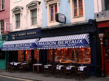 イギリスで一番古いフランスのスイーツを扱うお店、Maison Bertaux(メゾンバトー)。