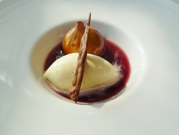 デザートの一例。『イチジクのコンポート&バニラアイス』。