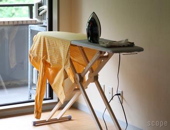 高さがあるので、シャツの袖が床に付いてしまうことがありません。テーブルクロスのような大きな布も楽々アイロンがけできます。