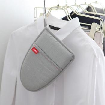 ループ付きでフック収納ができるから、衣類と一緒にクローゼットにしまっておけば、億劫になりがちなアイロン掛けももっと気軽にできそうです。