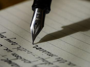 例えば、日記なんかもそう。気合いを入れて書き始めてみたものの、だんだんと続かなくなって日記帳を開かなくなった経験はありませんか?そんな方はまず、全て自分の字で埋め尽くされた日記帳のイメージを脳にインプットしてみてはいかがでしょうか。「日記を毎日続けられている」という目標達成後の感覚を先に味わうことで、現実でも日記を続けたくなり、目標達成の近道になります。