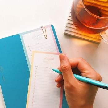 シンプルなリストタイプのTODOメモ。淡いペールトーンのグラデーションが美しく、目標を書き込む時も気分が上がりますね。日付を記入してプランナーとして使用したり、タスクごとに使い分けたりと色々な活用の仕方ができます。