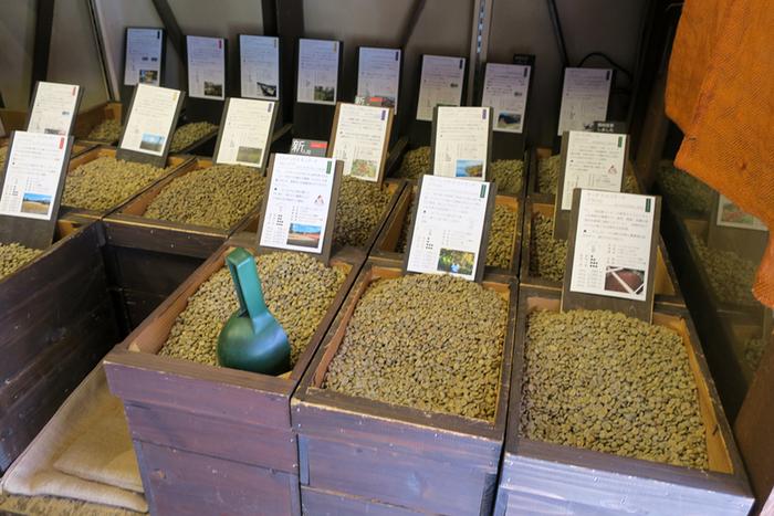 やなか珈琲は、東京都内に30店舗以上もの支店を展開する老舗のコーヒー豆の専門店です。注文が入ってから生豆を焙煎してくれるので、本当にフレッシュな状態の豆を購入することができます。産地直輸入のコーヒー豆やブレンドなど種類も豊富です。